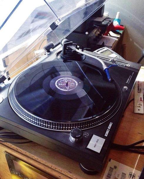 Le fait de ne pas posséder de platine ne réduit pas l'engouement pour le vinyle.