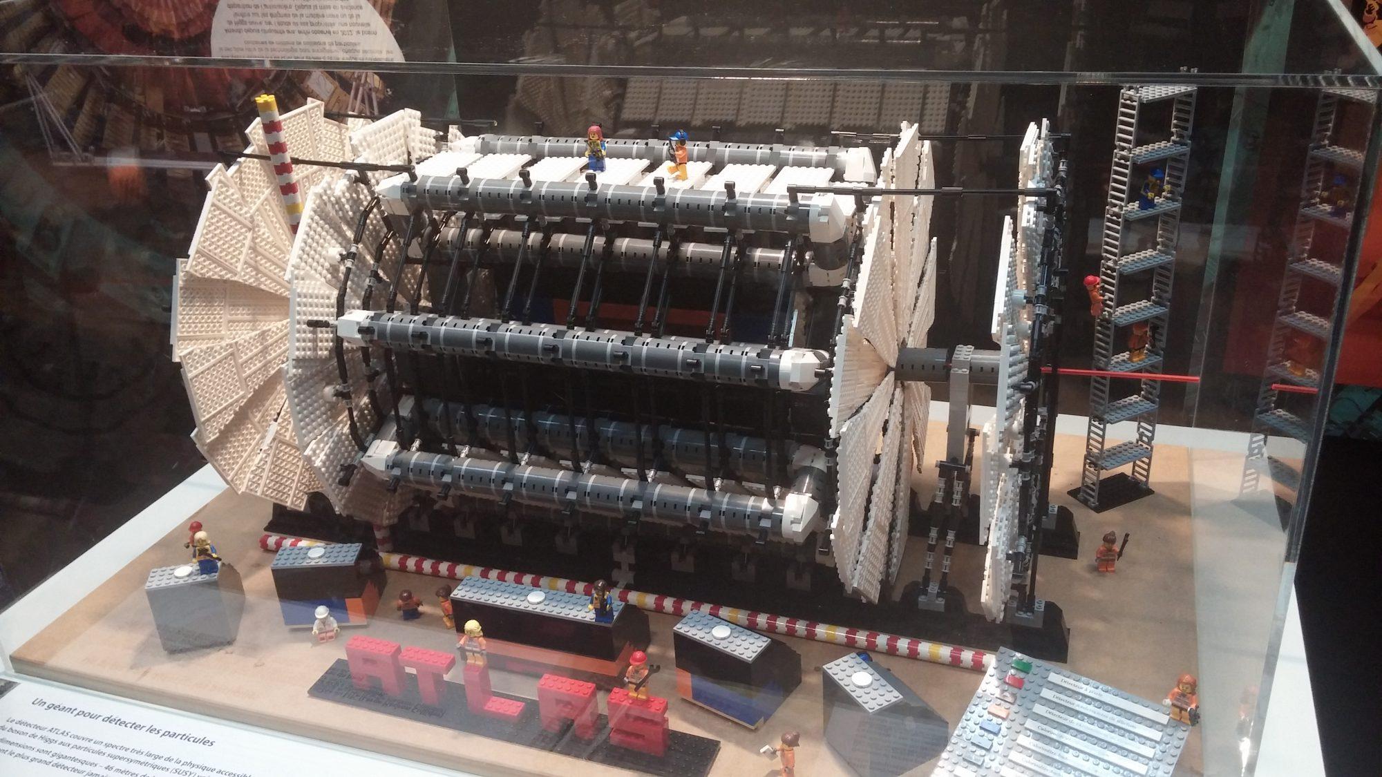 maquette en légo du détecteur de particules atlas
