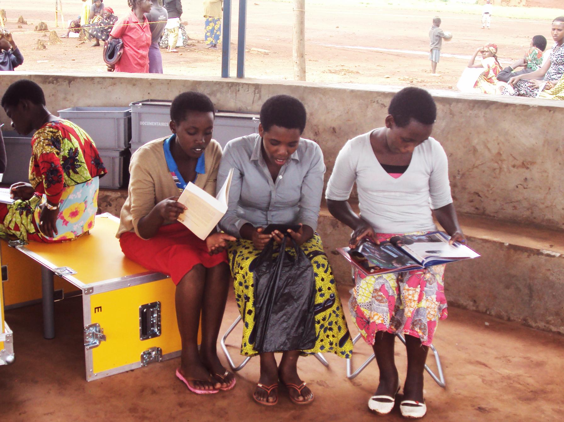 Ideas box, une médiathèque en kit, standardisée, est facilement transportable et déployable sur le terrain en moins de vingt minutes